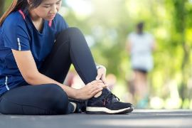 PREVENTING AND TREATING RUNNING INJURIES